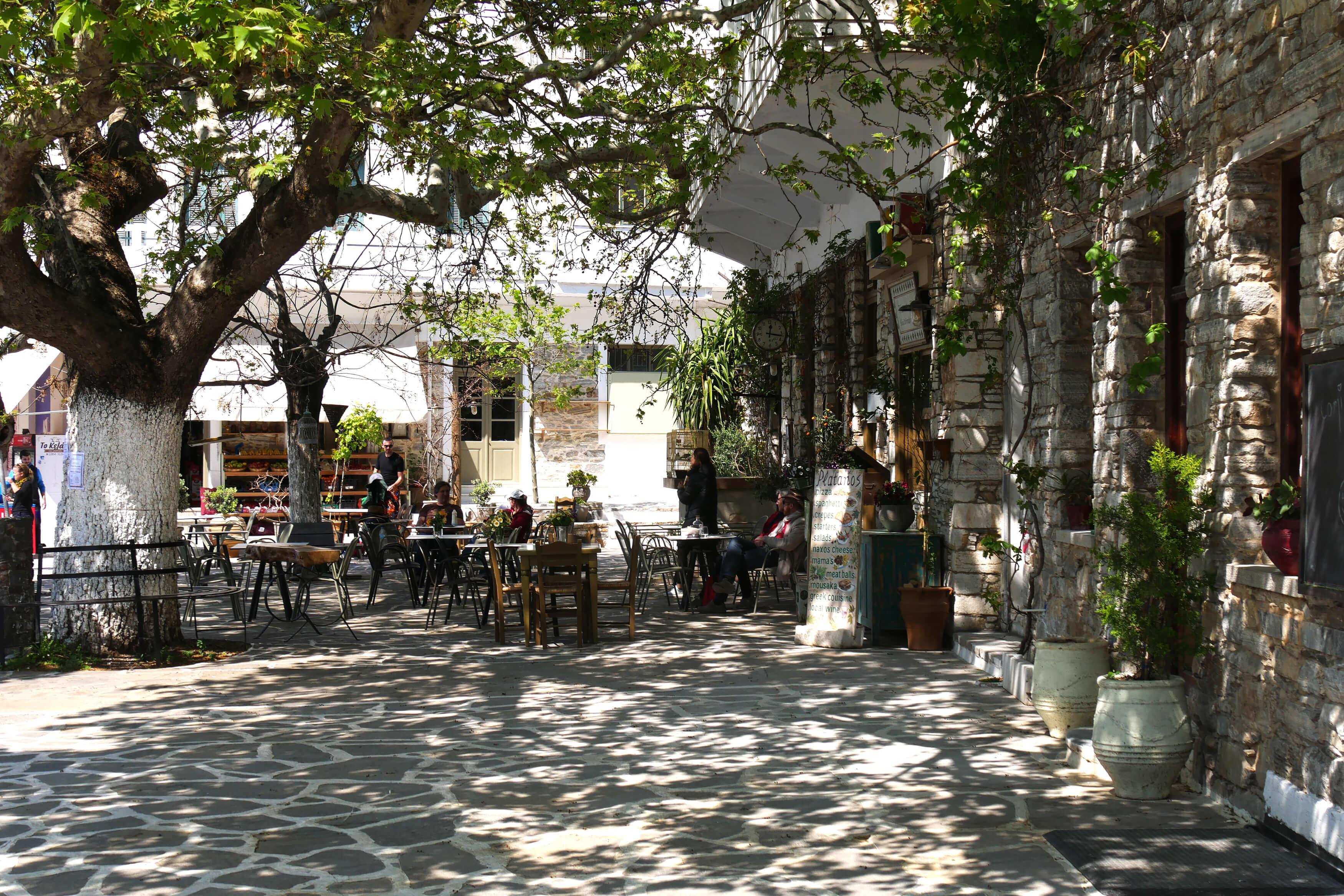 Place du village de Filoti, Naxos, Grèce