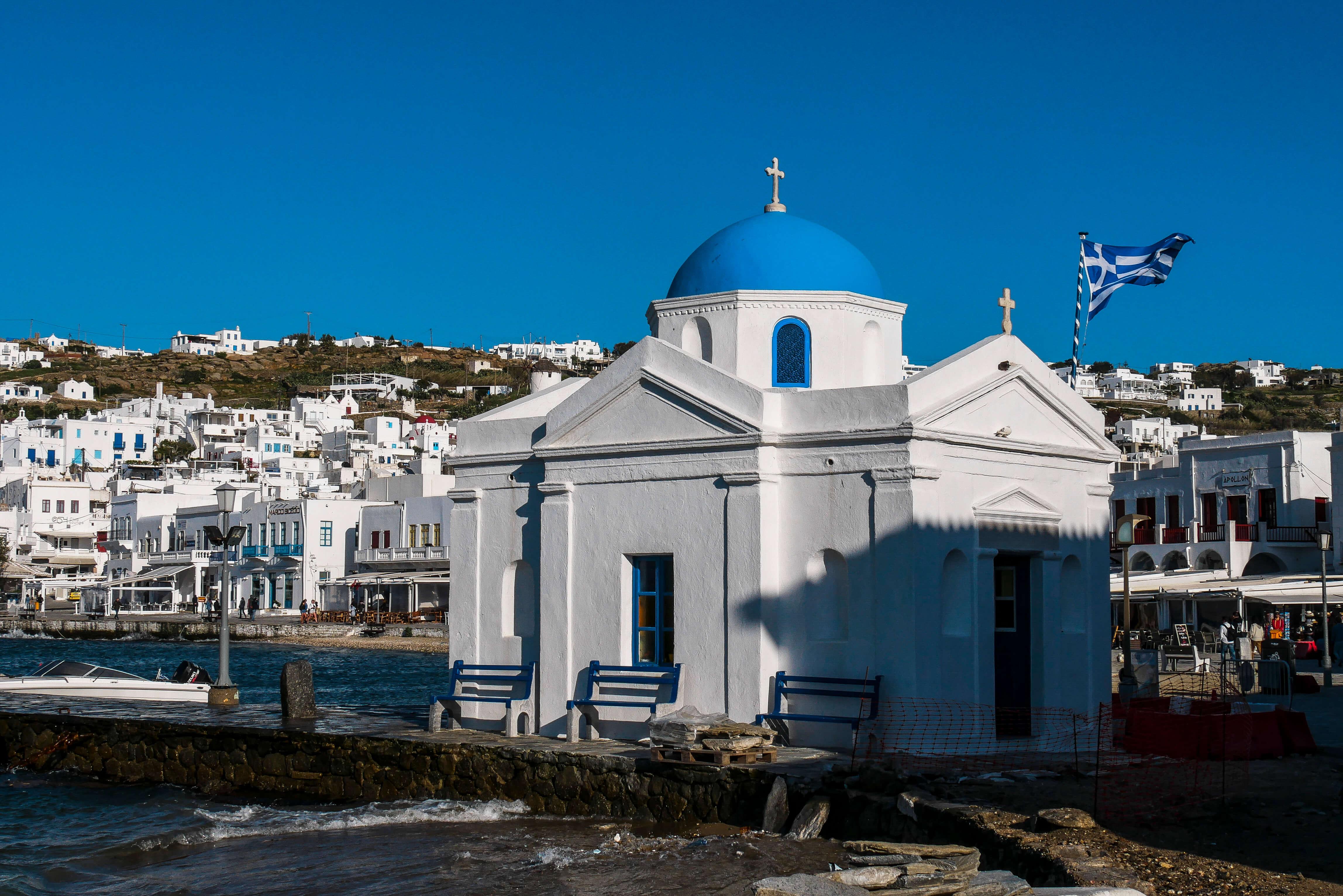 L'église Agios Nikolaos sur le Vieux Port de Chora