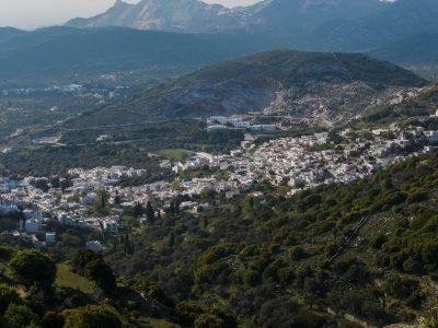 Le village de Filoti, au cœur des montagnes de Naxos